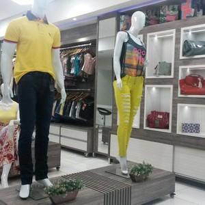 Comprar expositores para loja de roupas